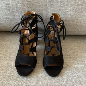 Steve Madden | NWT lace up chunky heels